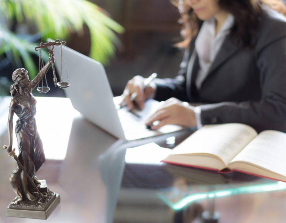 visu-avocats-pourquoi-50-d-entre-eux-sont-toujours-au-smic